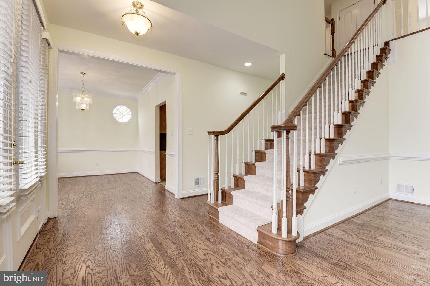 Additional photo for property listing at 18421 Green Island Ter Leesburg, Virginia 20176 United States