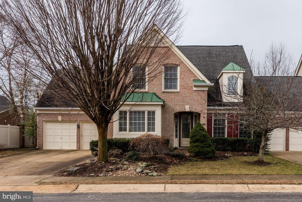 Brand new roof just installed! Comes with warranty - 18421 GREEN ISLAND TER, LEESBURG