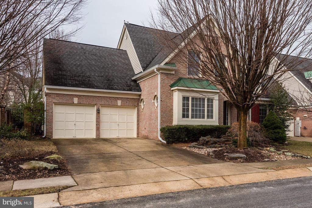 Oversized two car garage w/ guest parking to left. - 18421 GREEN ISLAND TER, LEESBURG