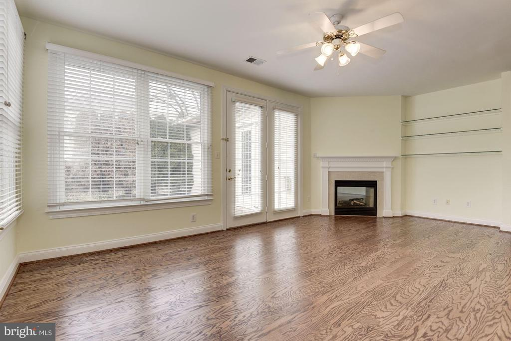 Family Room w/ ceiling fan, gas fp, opens to patio - 18421 GREEN ISLAND TER, LEESBURG