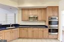 Loads of counterspace and high quality cabinetry. - 18421 GREEN ISLAND TER, LEESBURG