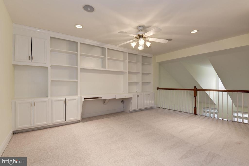 Another perspective of spacious UL loft - 18421 GREEN ISLAND TER, LEESBURG