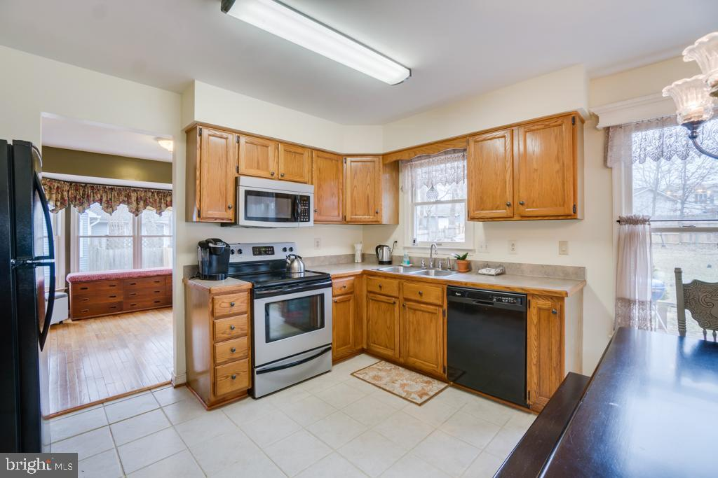 Open kitchen floor plan. - 3 BRYANT BLVD, STAFFORD