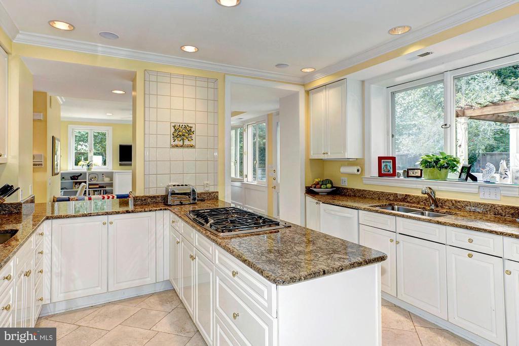 Kitchen - 3241 WOODLAND DR NW, WASHINGTON