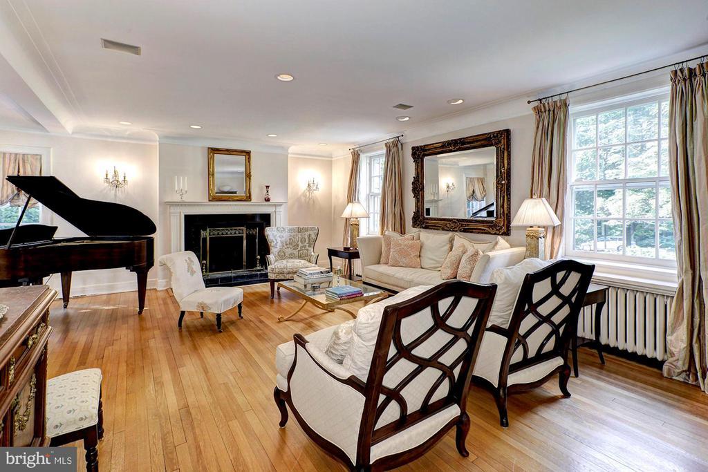 Living Room - 3241 WOODLAND DR NW, WASHINGTON