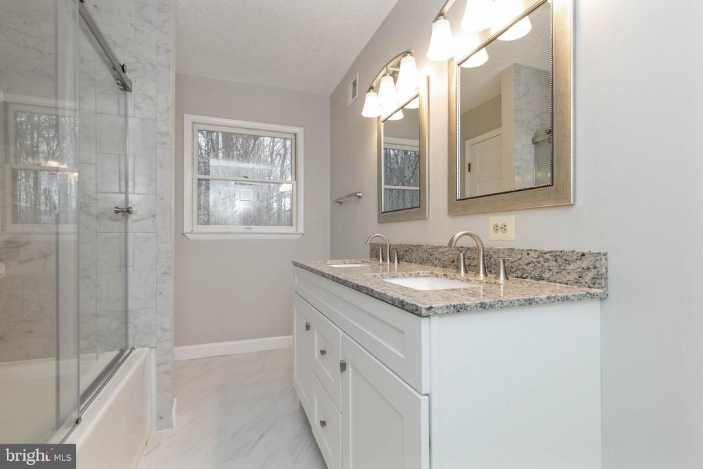 Upper Level Hall full bathroom updated - 13459 FOWKE LN, WOODBRIDGE