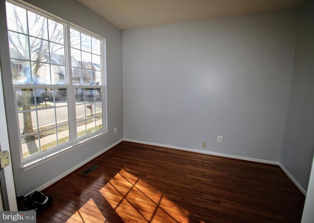 Main Floor Office - 42658 HARRIS ST, CHANTILLY