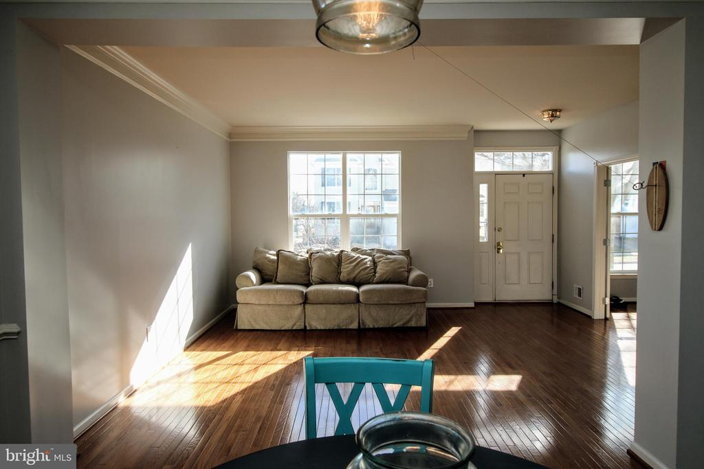 Main Floor Living Room - 42658 HARRIS ST, CHANTILLY