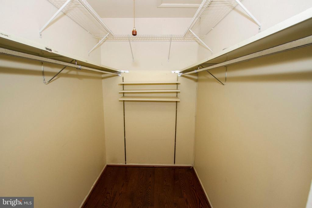 GREAT LARGE WI/ LIGHTED SHUTTERED DOOR CLOSET - 10263 WILDE LAKE TER, COLUMBIA