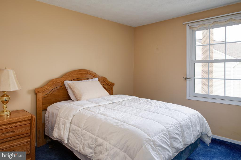 Another of the 5 upper level bedrooms - 3295 BLUE HERON DR, FALLS CHURCH