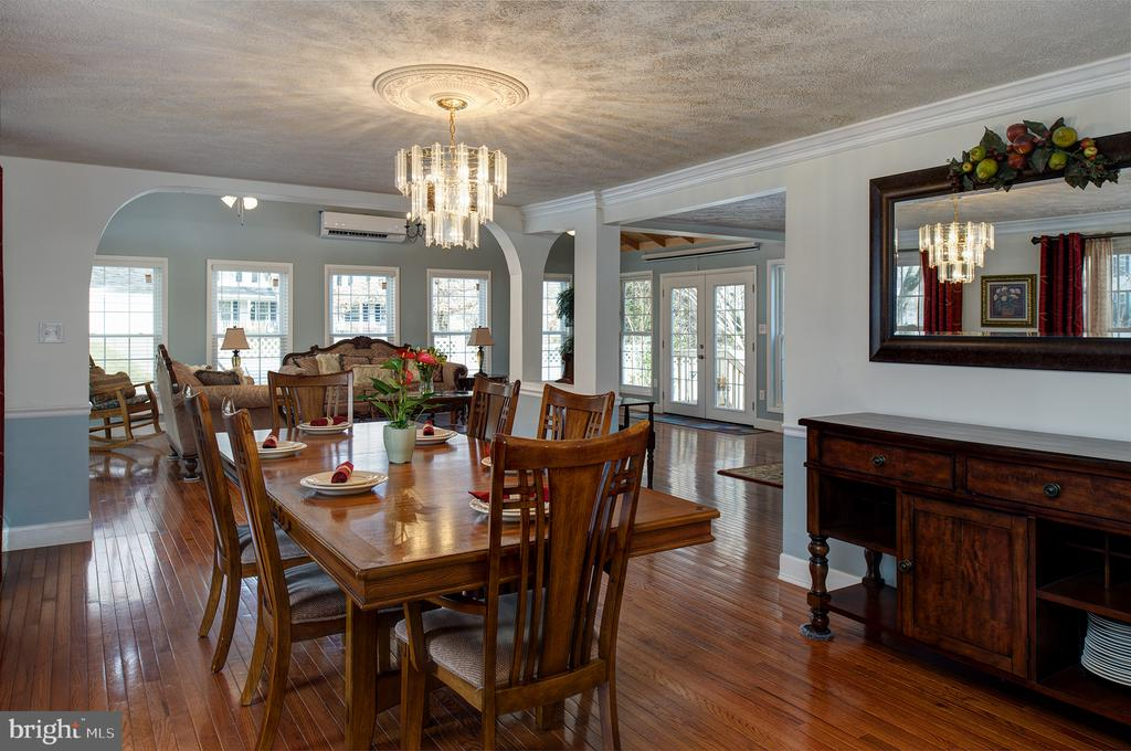 A super sized formal dining room - 3295 BLUE HERON DR, FALLS CHURCH