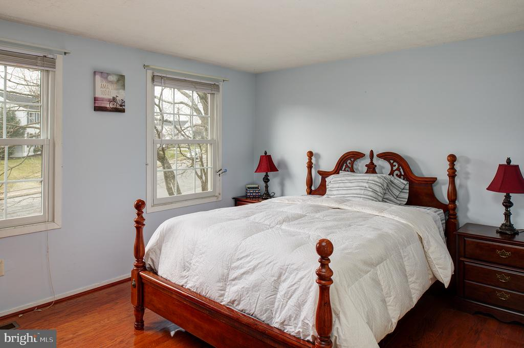 Still another of the 5 upper level bedrooms - 3295 BLUE HERON DR, FALLS CHURCH