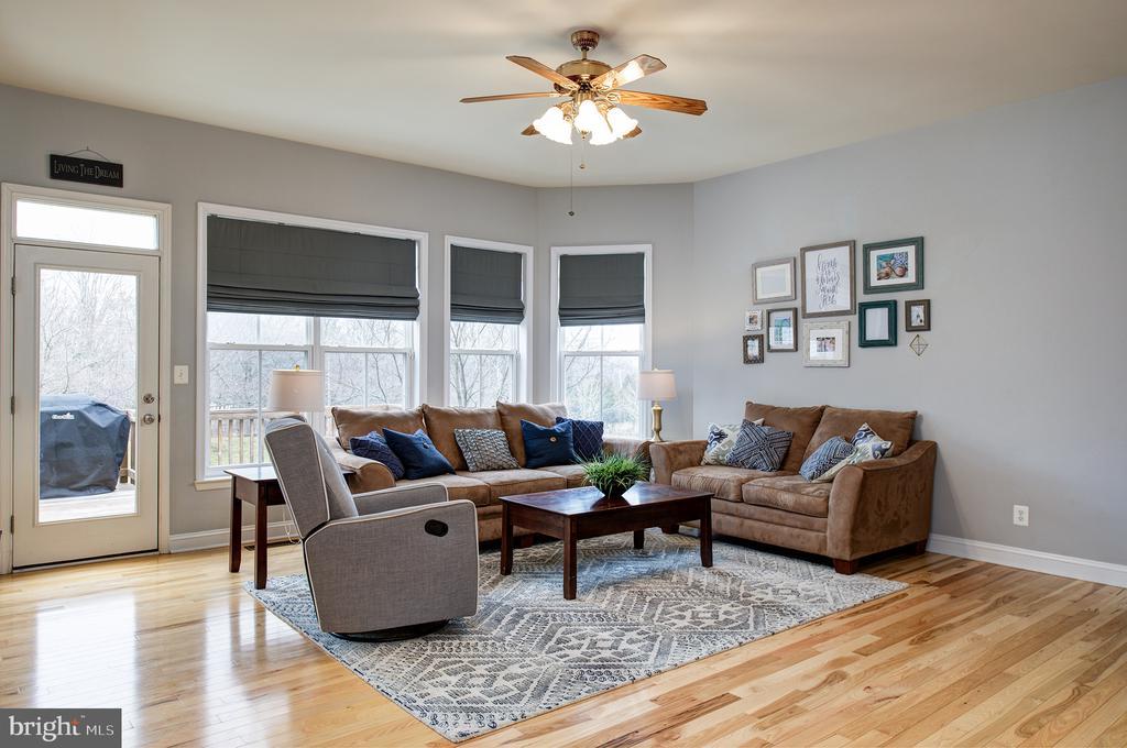 Main level family room open to deck - 6717 ECKERT CT, WARRENTON