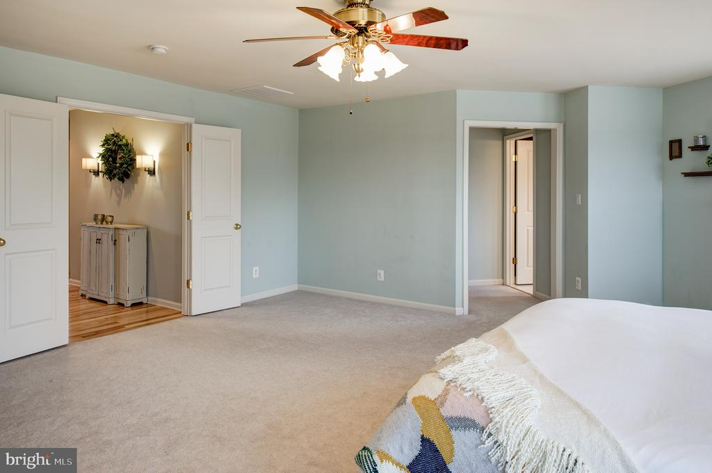 Master suite - 6717 ECKERT CT, WARRENTON