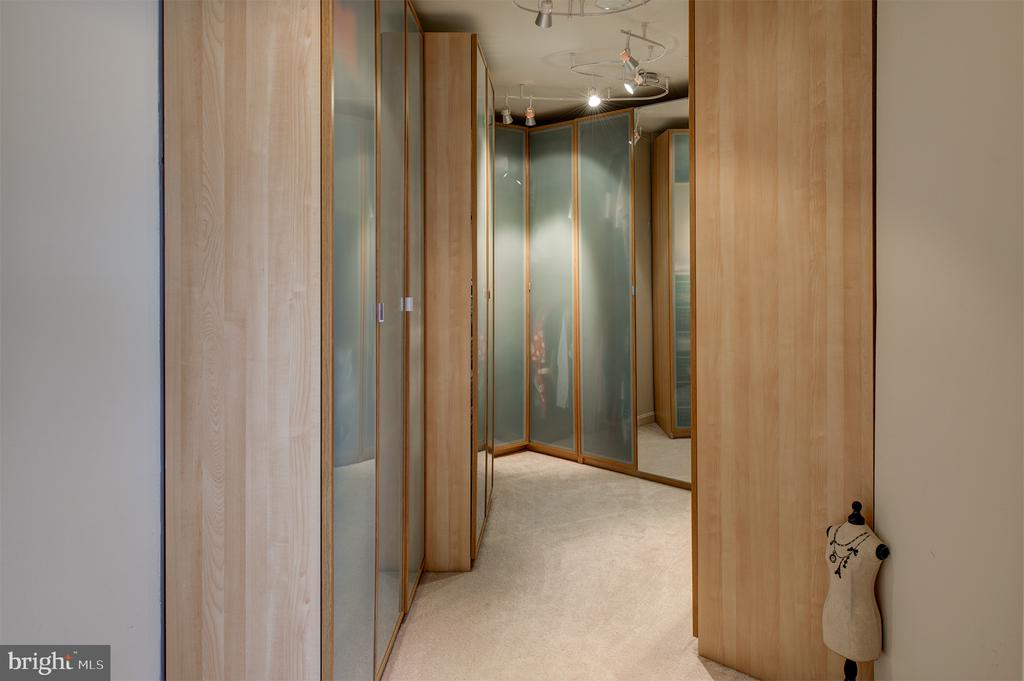 Master closet with custom storage - 6717 ECKERT CT, WARRENTON
