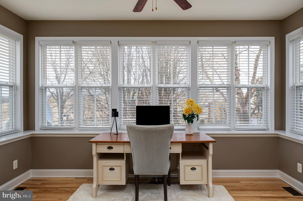 Office with  a view! - 6717 ECKERT CT, WARRENTON