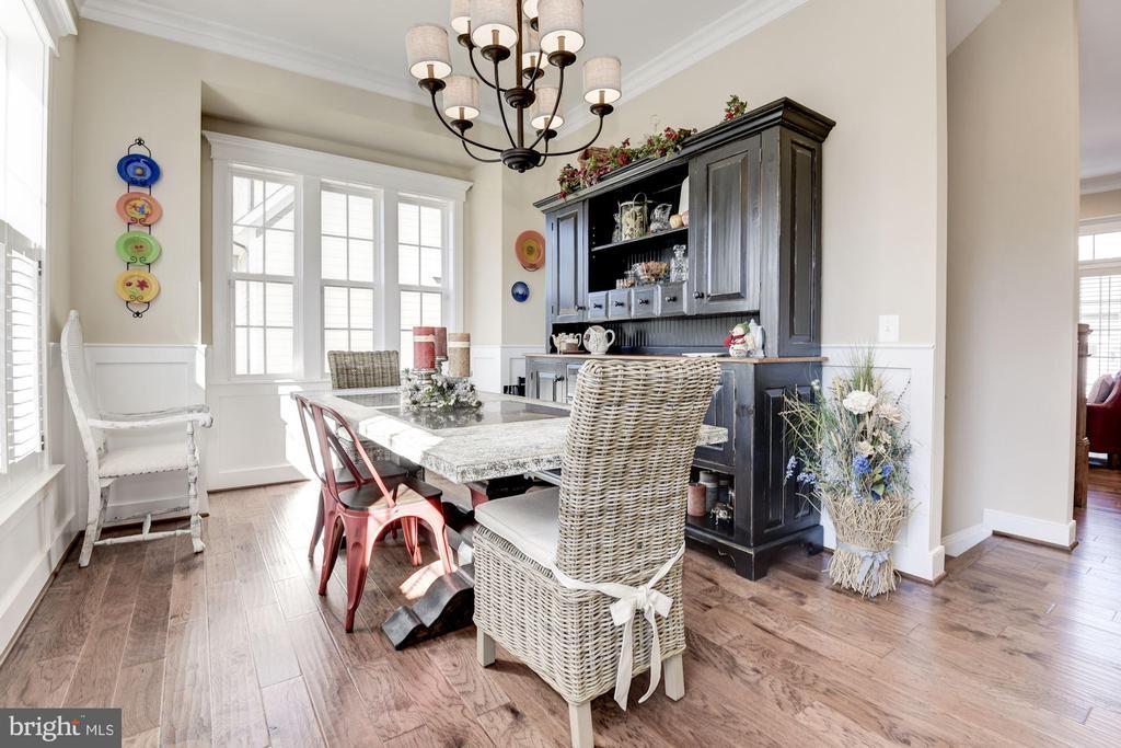 Dining room with box bay - 1307 N GEORGE MASON DR, ARLINGTON