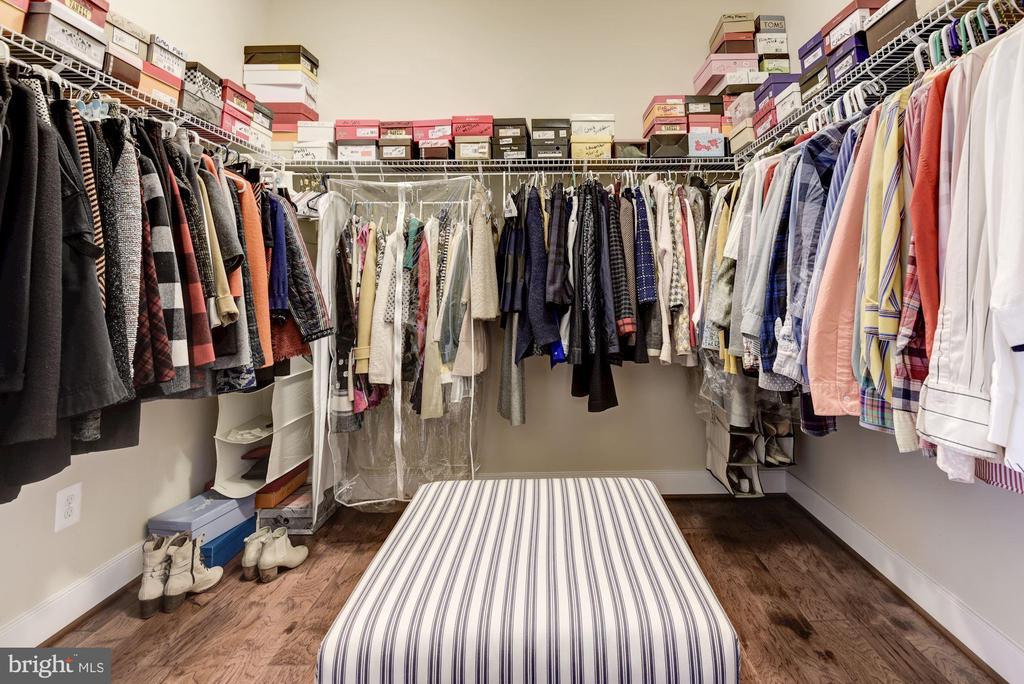 Master closet with dressing space - 1307 N GEORGE MASON DR, ARLINGTON