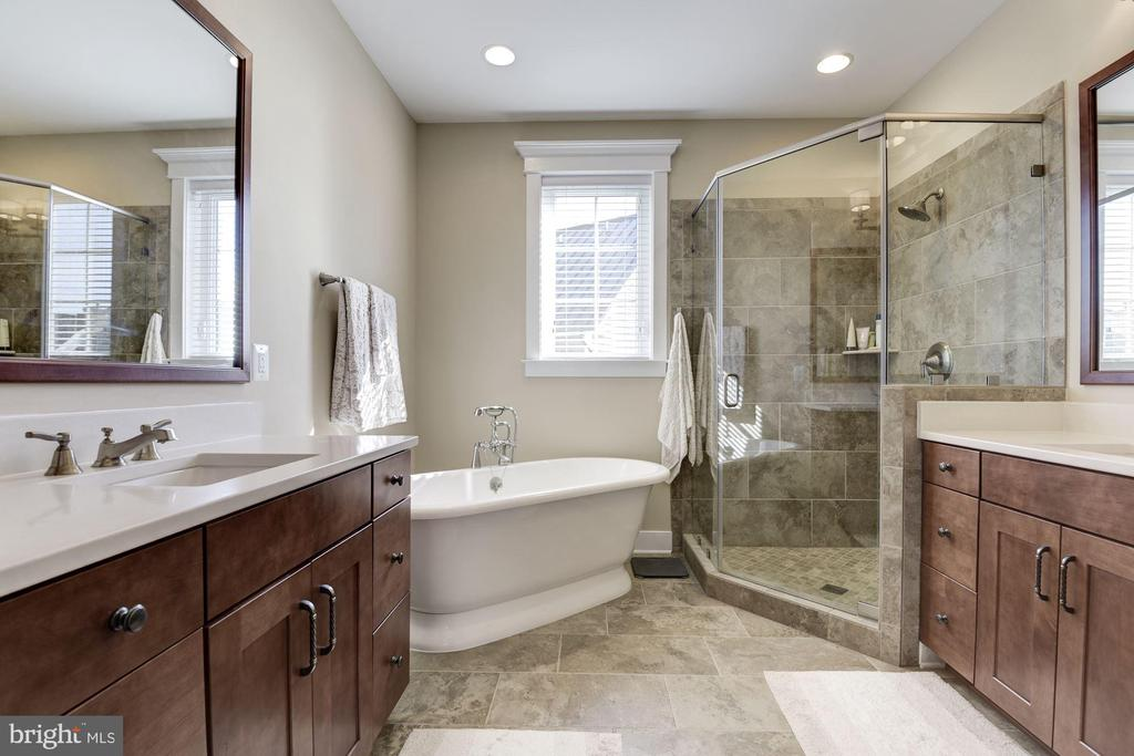 master bath with soaking tub and sep. shower - 1307 N GEORGE MASON DR, ARLINGTON