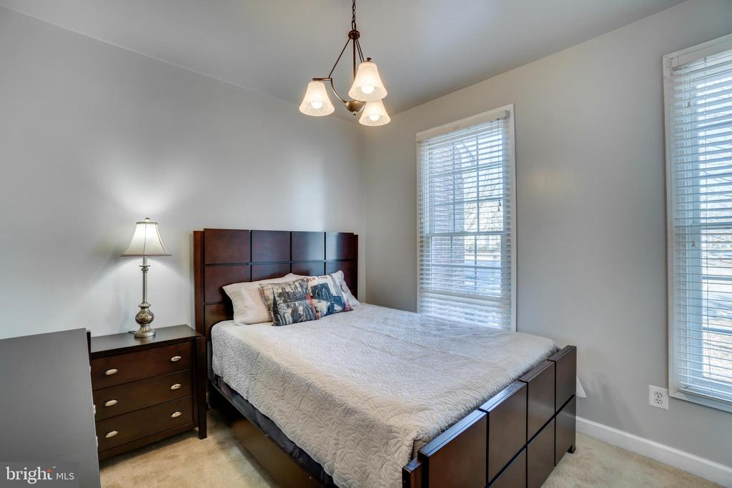 Main level bedroom or study - 42922 PALLISER CT, LEESBURG