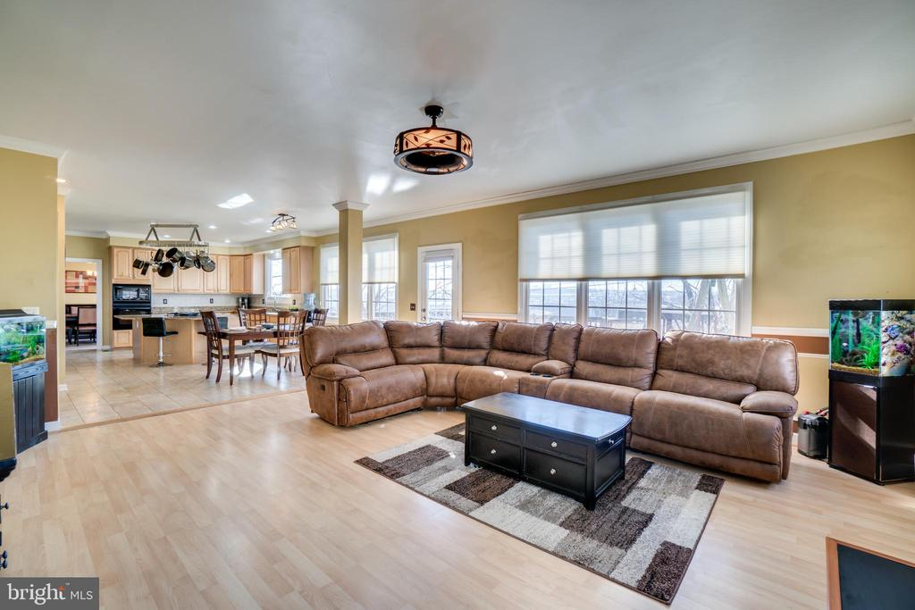 Beautifully open floorplan - 42922 PALLISER CT, LEESBURG
