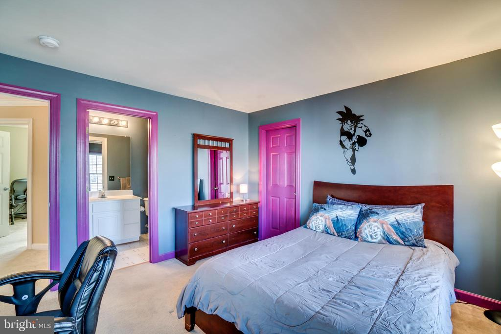 Princess suite has attached full bath! - 42922 PALLISER CT, LEESBURG