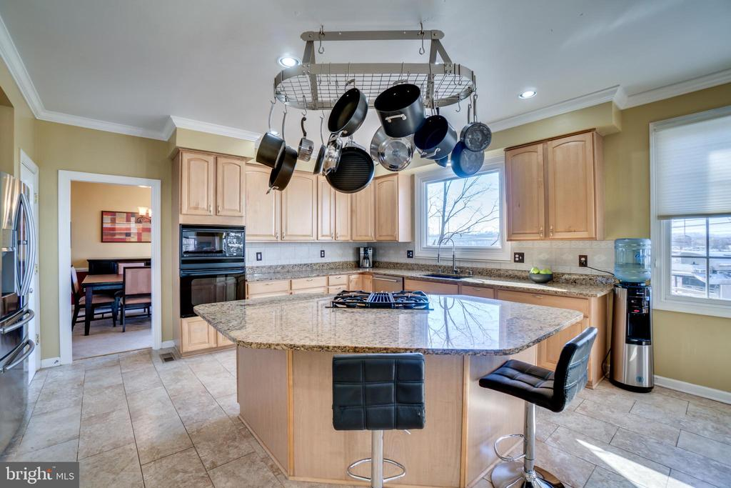 Large, sun-filled kitchen! - 42922 PALLISER CT, LEESBURG