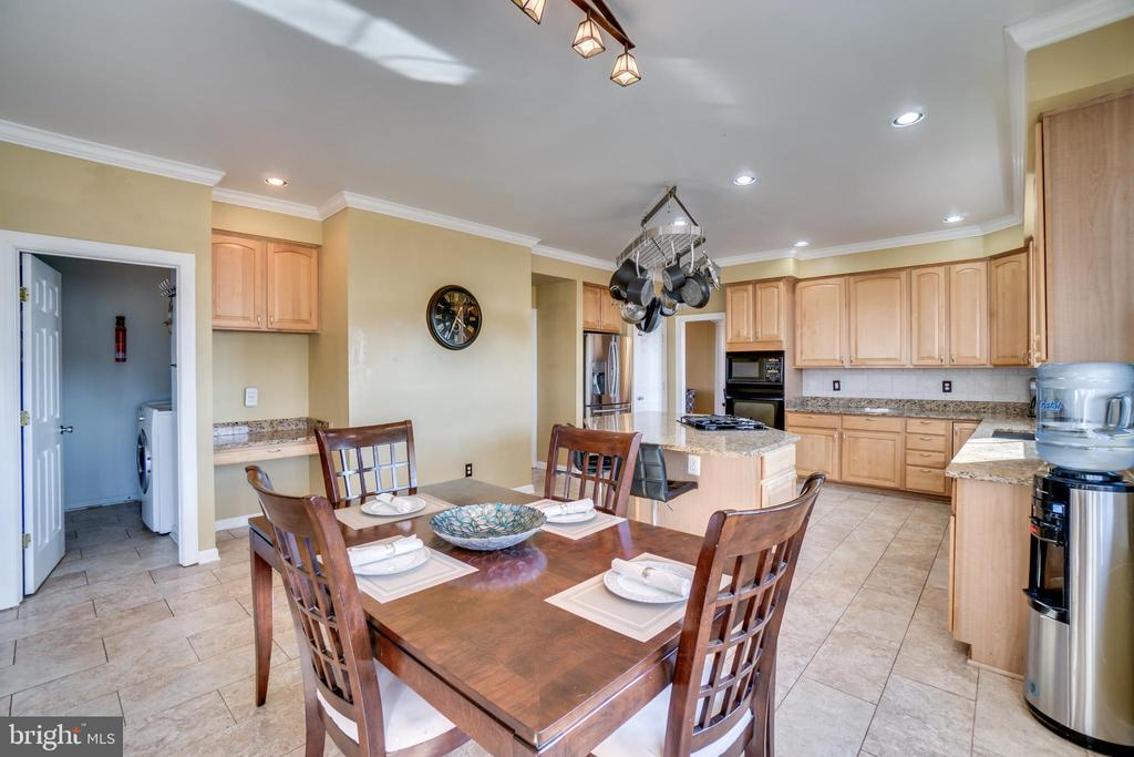 Plenty of cabinet and counter space! - 42922 PALLISER CT, LEESBURG