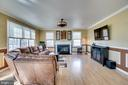 Light and bright family room - 42922 PALLISER CT, LEESBURG