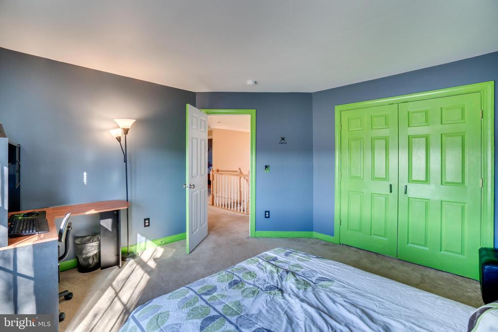 All bedrooms have huge closets! - 42922 PALLISER CT, LEESBURG