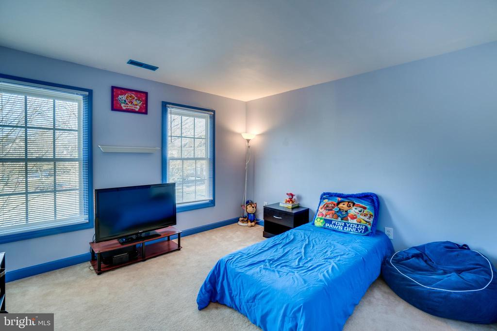 Fourth bedroom gets plenty of natural light - 42922 PALLISER CT, LEESBURG