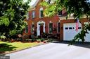 Brick-front home, tree-filled lot, end of culdesac - 42922 PALLISER CT, LEESBURG