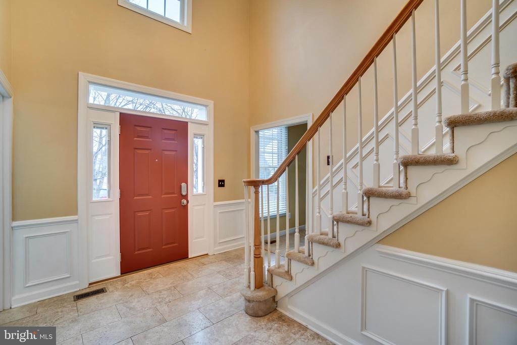 Enter into the beautiful 2-story foyer - 42922 PALLISER CT, LEESBURG