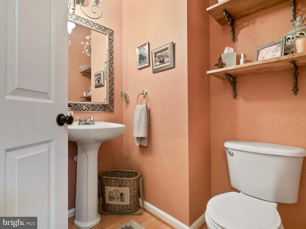 Main Level Half Bath - 5629 EPPES ISLAND PL, MANASSAS