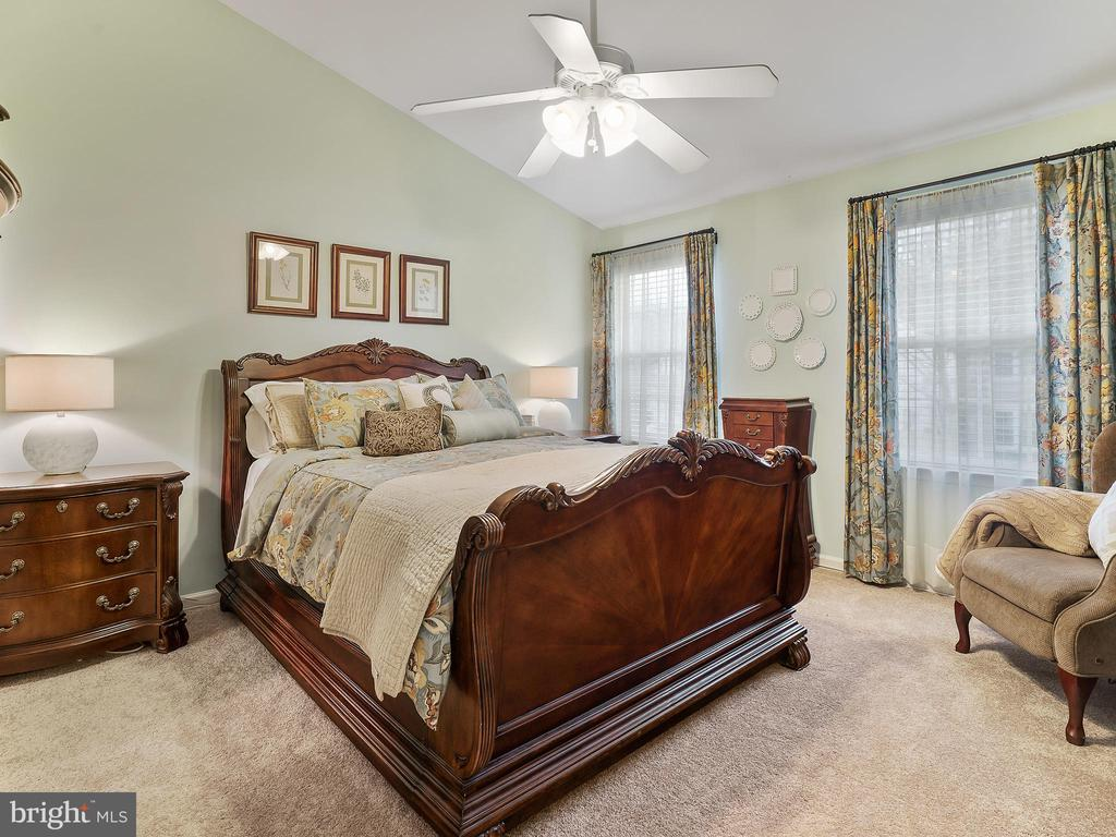 Master Bedroom with Vaulted Ceiling - 5629 EPPES ISLAND PL, MANASSAS