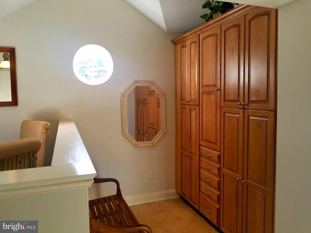 Quaint Mud Room & Custom Cabinets! - 6012 GROVE DR, ALEXANDRIA