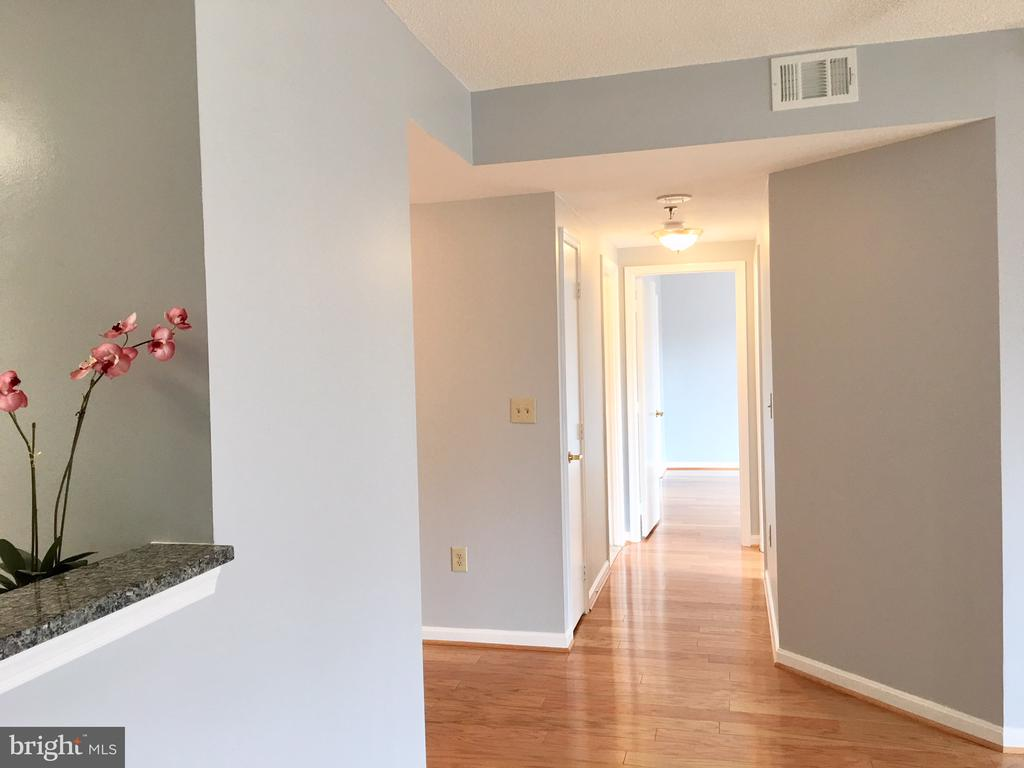 Dining/Hallway to BRs - 22 COURTHOUSE SQ #407, ROCKVILLE