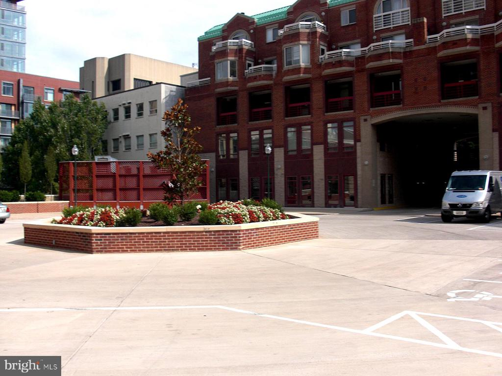 Parking Plaza - 22 COURTHOUSE SQ #407, ROCKVILLE