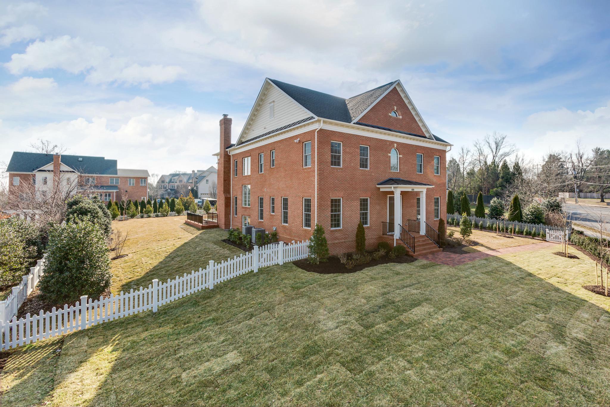 Single Family Home for Sale at 606 President Ford Lane 606 President Ford Lane Alexandria, Virginia 22302 United States