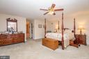 Spacious Master with 2 walk-in closets - 5916 HALLOWING DR, LORTON