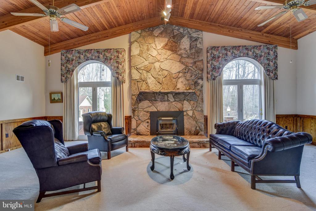 Large  stone fireplace in Great Room - 5916 HALLOWING DR, LORTON