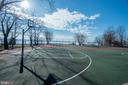 Community basketball court & river view - 5916 HALLOWING DR, LORTON