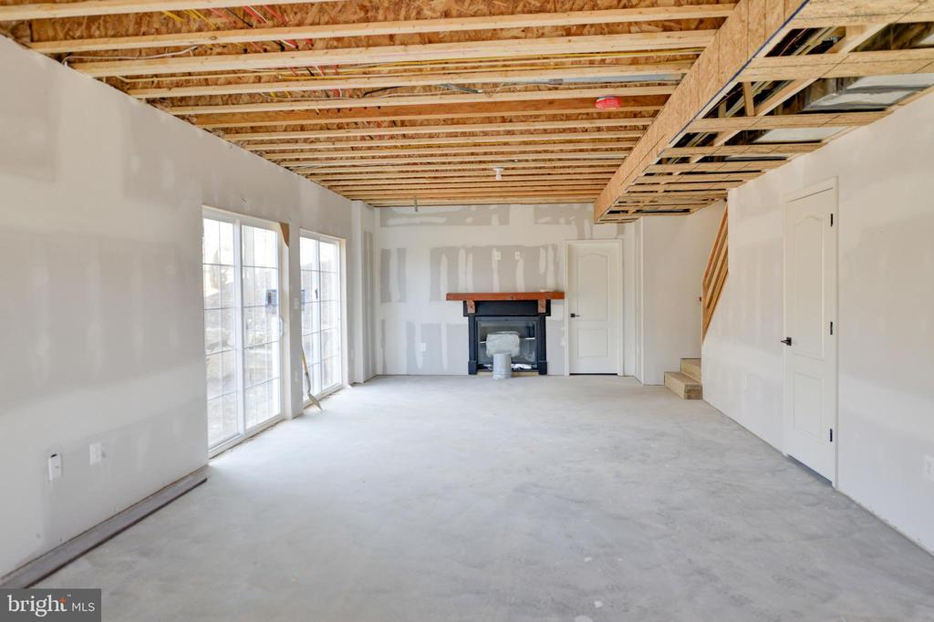 Full of light. 9 ft ceilings in basement - 39163 ALDIE RD, ALDIE