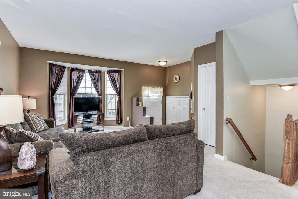 Front bay window! - 43450 INTERVAL ST, CHANTILLY