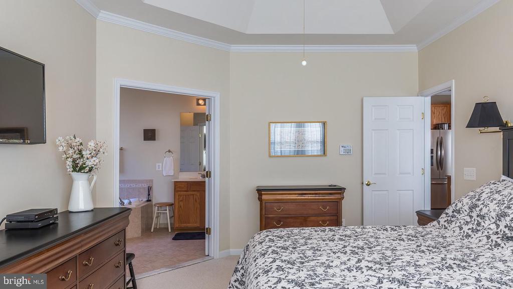 Master Bedroom Towards Master Bath - 17473 FOUR SEASONS DR, DUMFRIES