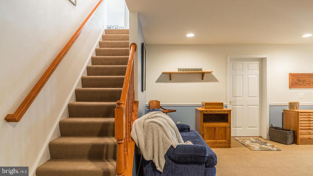 Staircase to Lower Level - 17473 FOUR SEASONS DR, DUMFRIES