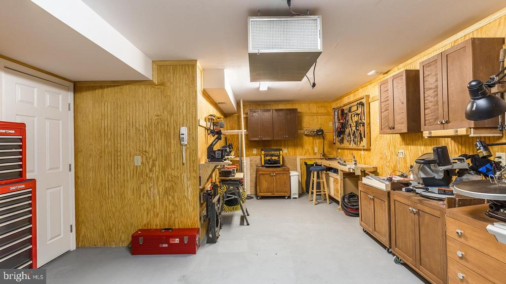 Workshop with 60 amp Power - 17473 FOUR SEASONS DR, DUMFRIES