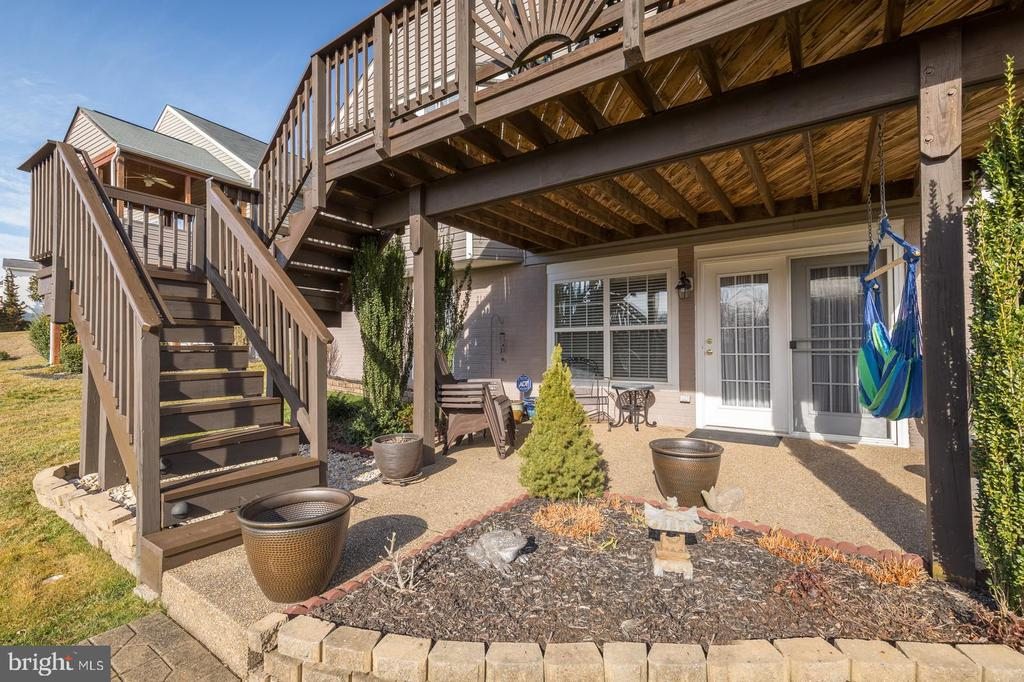 Stairs with Built-In Lights and Landscaped Beds - 17473 FOUR SEASONS DR, DUMFRIES