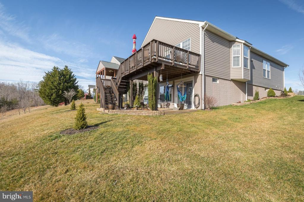 Deck with Stairs and Patio - 17473 FOUR SEASONS DR, DUMFRIES