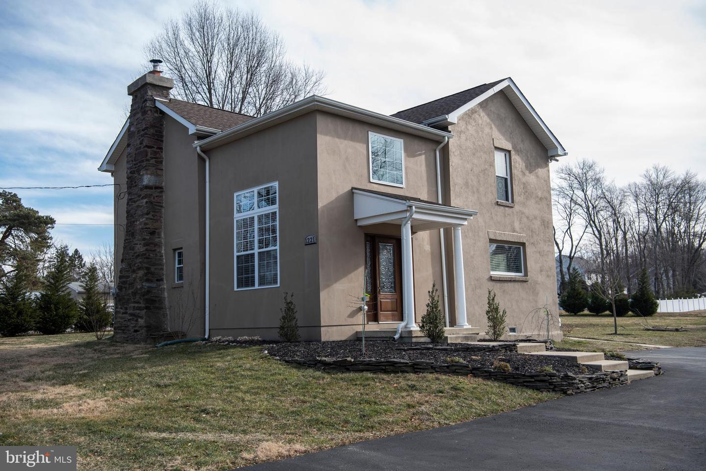 Photo of home for sale at 1221 Jacksonville Road, Warminster PA